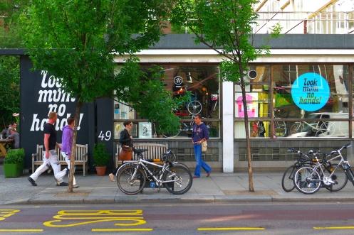 Look mum no hands bicycle café