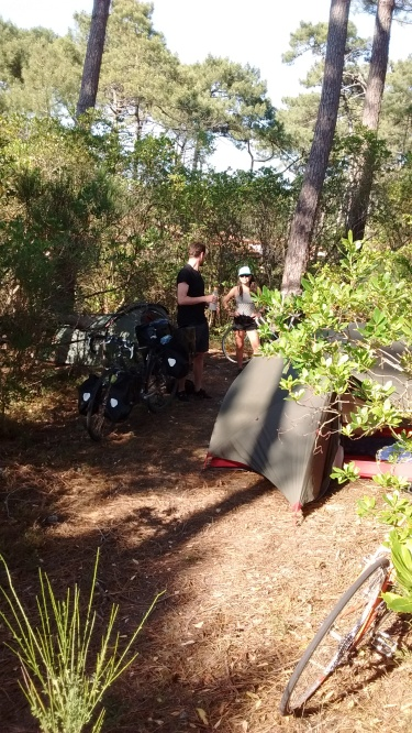 Wild camping Bordeaux bike packing